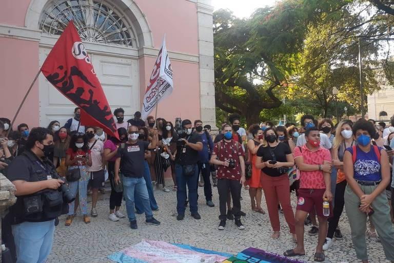 Protesto realizado em Recife (PE) contra a violência sofrida pela travesti Roberta Nascimento da Silva, 32