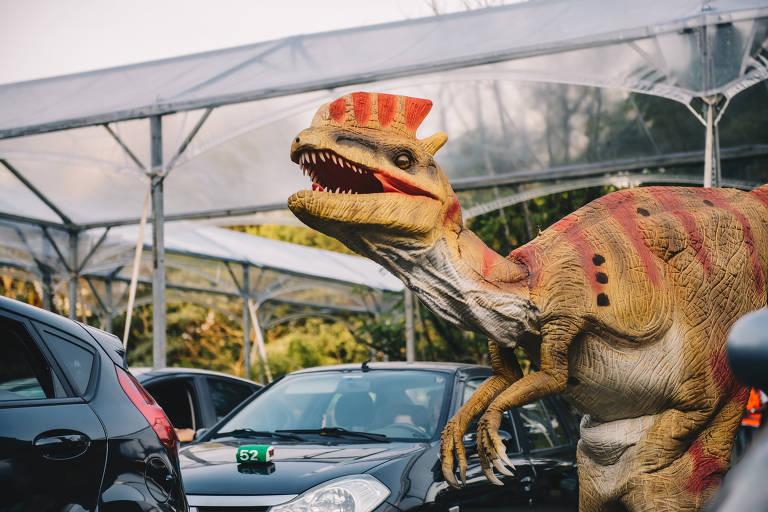 Safári com dinossauros robôs volta a SP em estacionamento de shopping; saiba como visitar