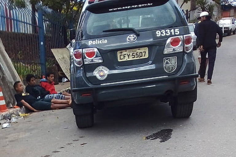 Moradores de Paraisópolis relatam abusos policiais na favela e marcam protesto
