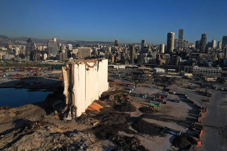 Quase 1 ano após explosão em Beirute, Líbano afunda em catástrofe econômica