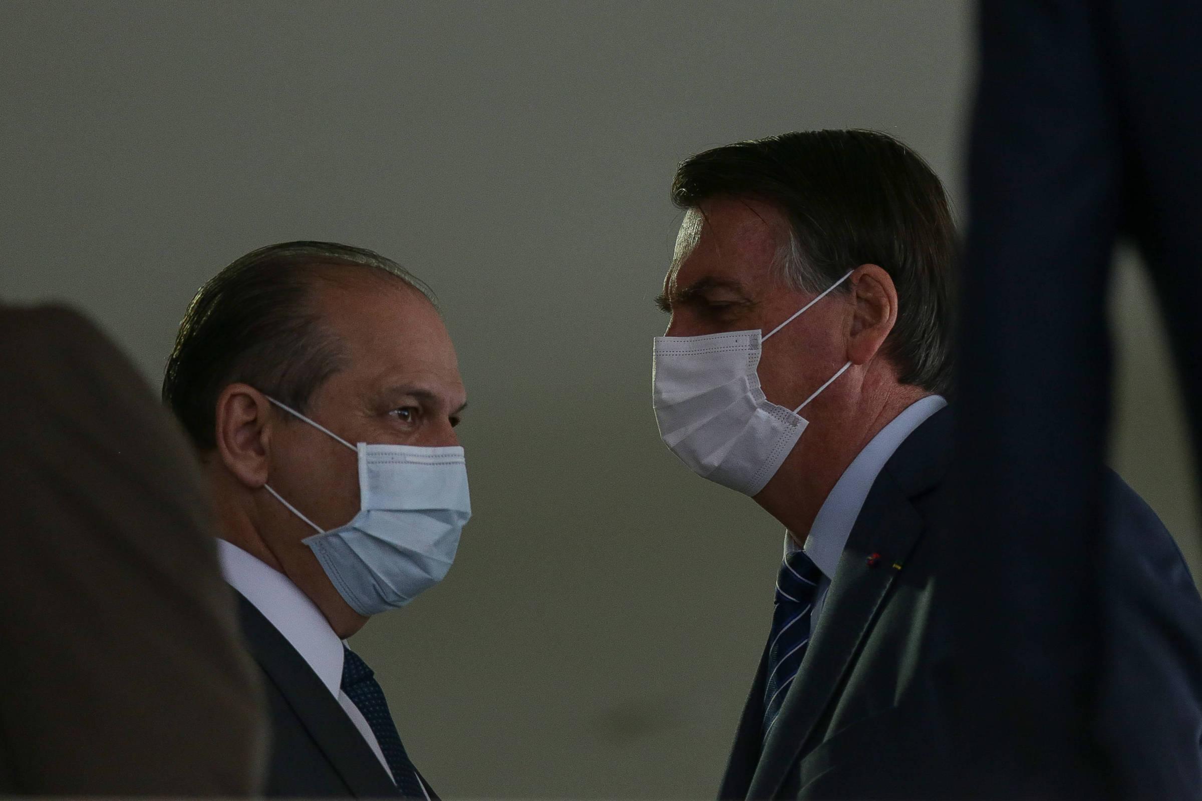 Ricardo Barros e Jair Bolsonaro em cerimônia no Planalto