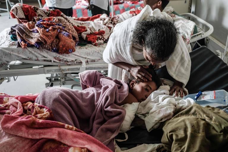 Garota de 12 anos de idade ferida após ataque aéreo do governo da Etiópia a um mercado em Togoga, na região do Tigré