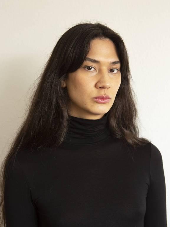 A estilista travesti Teodora Oshima, 31, é a única pessoa transgênero amarela no mercado da moda