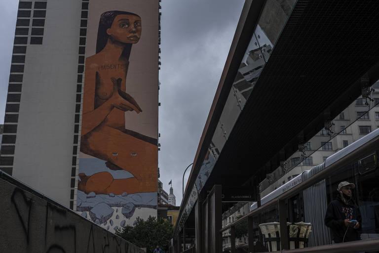 """Imagem do mural """"Eu Resisto"""", de Mag Magrela"""