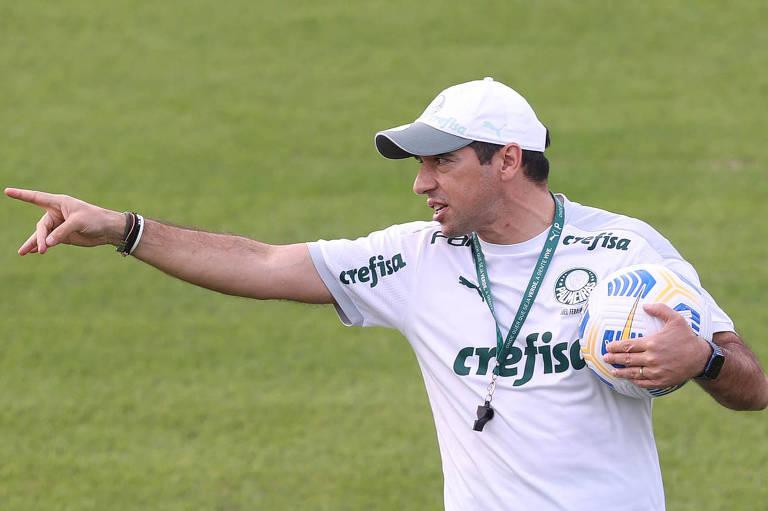 O técnico Abel Ferreira durante treinamento do Corinthians na Academia de Futebol