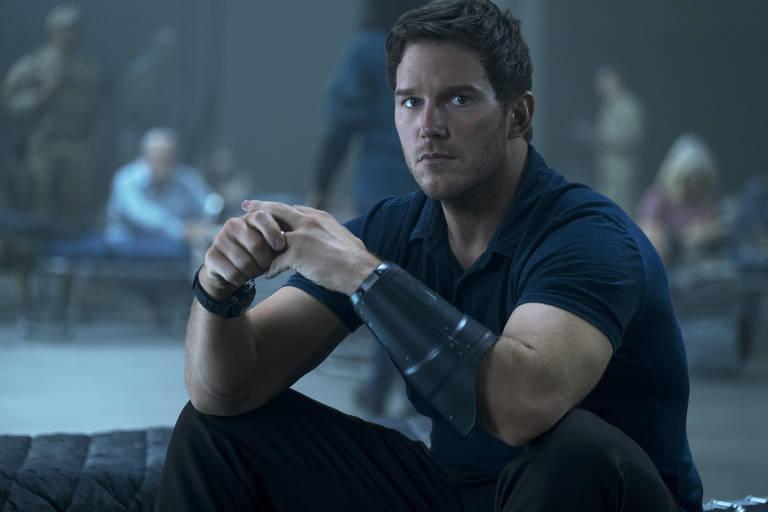 """Chris Pratt em cena do filme """"A Guerra do Amanhã"""", dirigido por Chris McKay"""