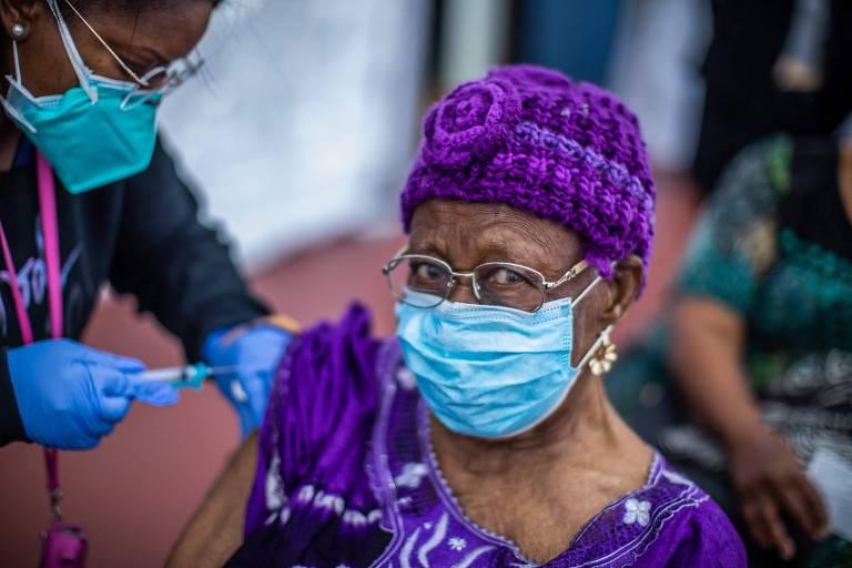 Nos EUA e no Brasil, mulheres se vacinam mais contra Covid do que homens