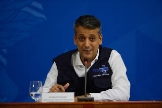 Diretor do Departamento de Logística do Ministério da Saúde,Roberto Dias, durante a coletiva de imprensa e boletim diário, sobre à infecção pelo novo coronavírus no país