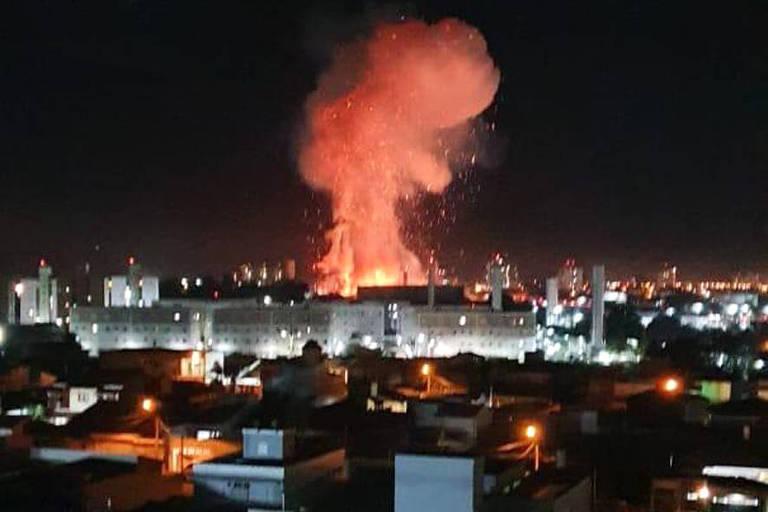 Explosão atinge posto de combustíveis em Rio Claro (SP) e uma pessoa morre; veja vídeo