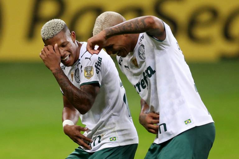 Com um a menos, Palmeiras derrota Inter em chute desastrado no finalzinho