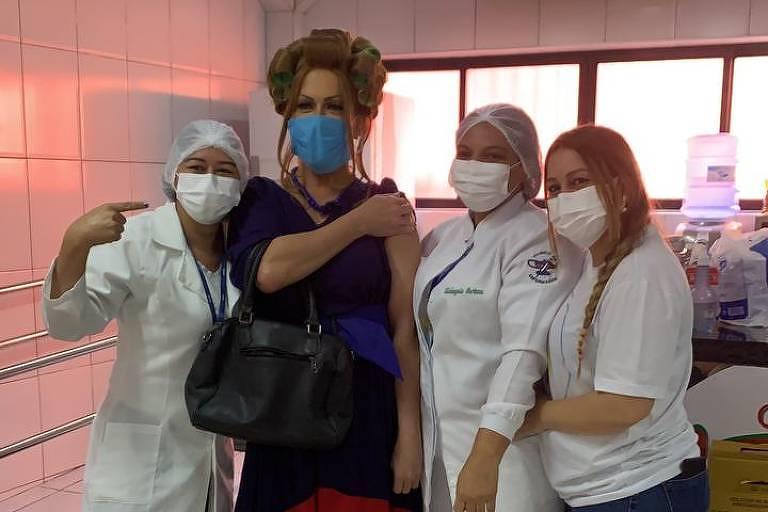 'Dor que não tem cura', diz maquiador que protestou vestido de Dona Hermínia