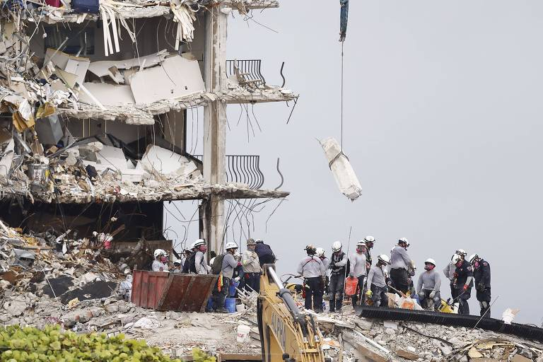 Equipes suspendem buscas em destroços de prédio na Flórida por risco de novo desabamento