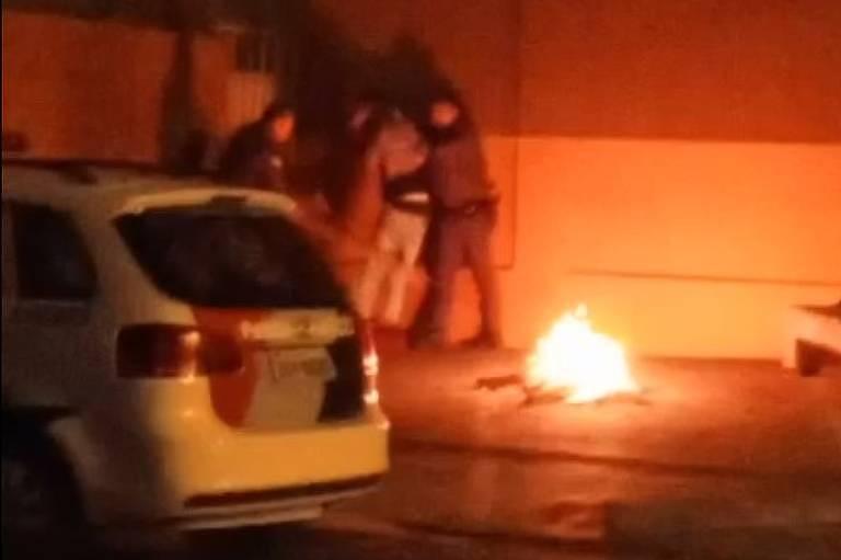 Dois PMs agridem um homem em Guariba (SP)