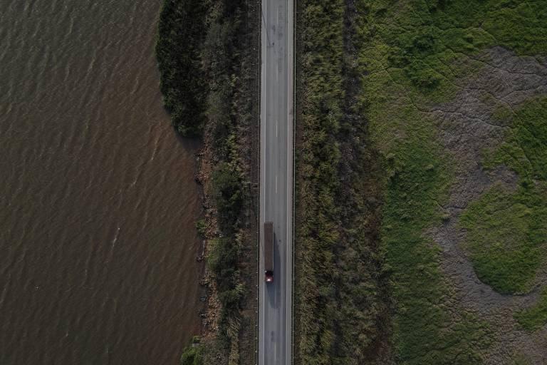 Lago de Furnas, o 'Mar de Minas', dá lugar a pasto e lama com crise hídrica