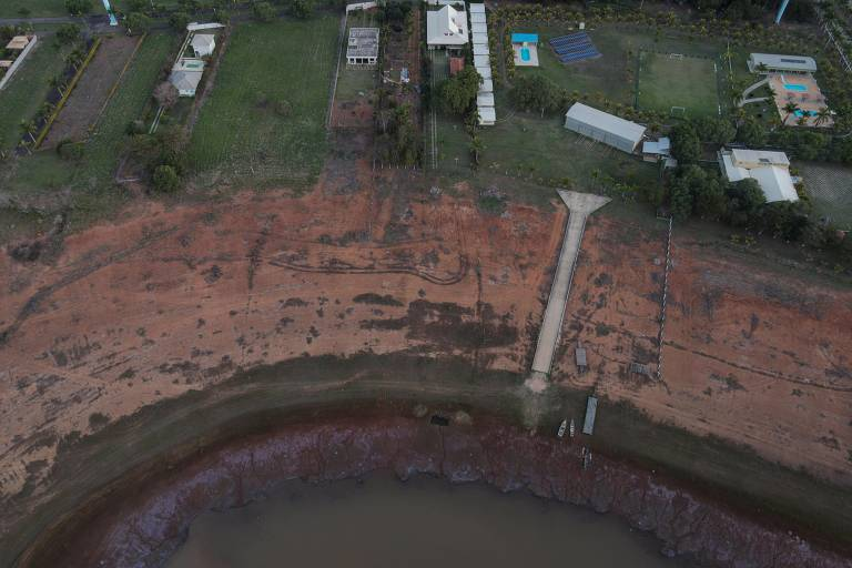 Lago de Furnas: 'Mar de Minas', dá lugar a pasto e lama com crise hídrica