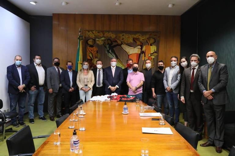 Relator diz que há consenso para votar projeto de lei que mira monopólio em transmissão do futebol
