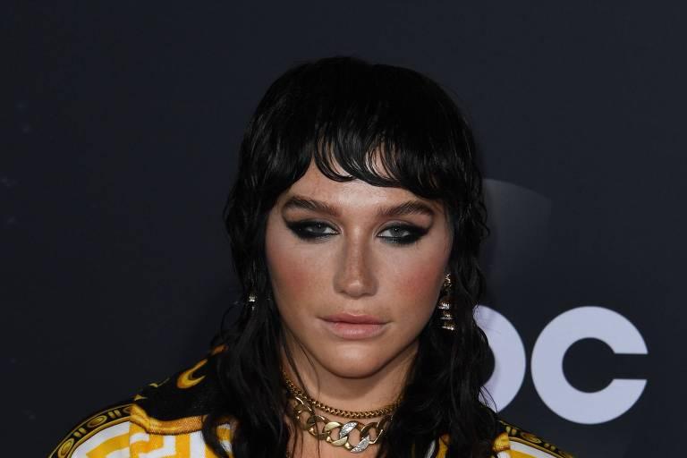 Kesha tem decisão favorável em longa disputa legal contra Dr. Luke