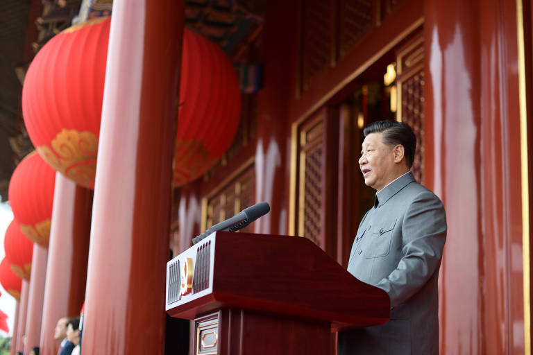 Xi Jinping usa versão de gala da túnica Mao durante discurso na comemoração do centenário do Partido Comunista