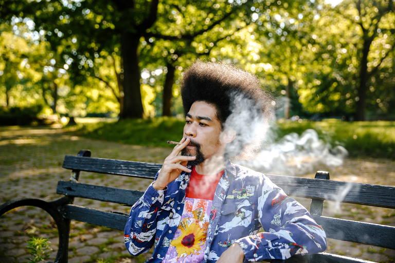 Nova-iorquinos contam como é fumar maconha legalmente nas ruas da cidade