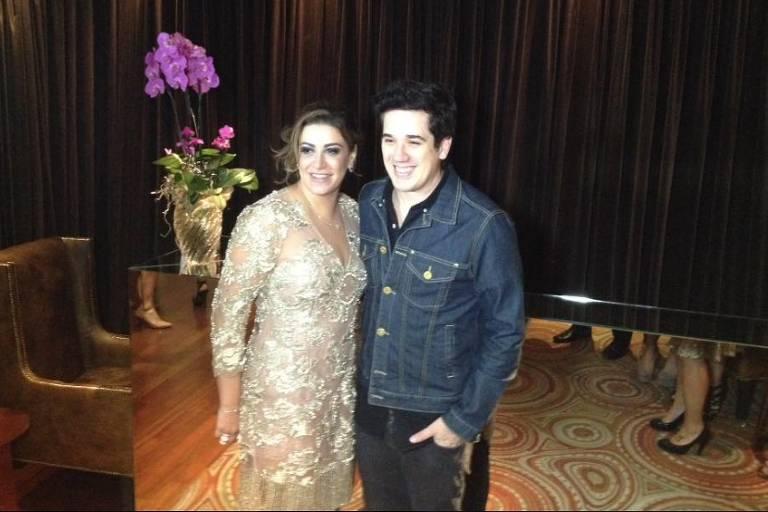 Socialite Anne Friggo no seu aniversário de 40 anos ao lado de Rogério Flausino, vocalista do Jota Quest