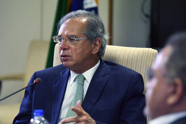 Guedes quer que Bolsonaro escolha entre Bolsa Família, obras e reajustes em 2022