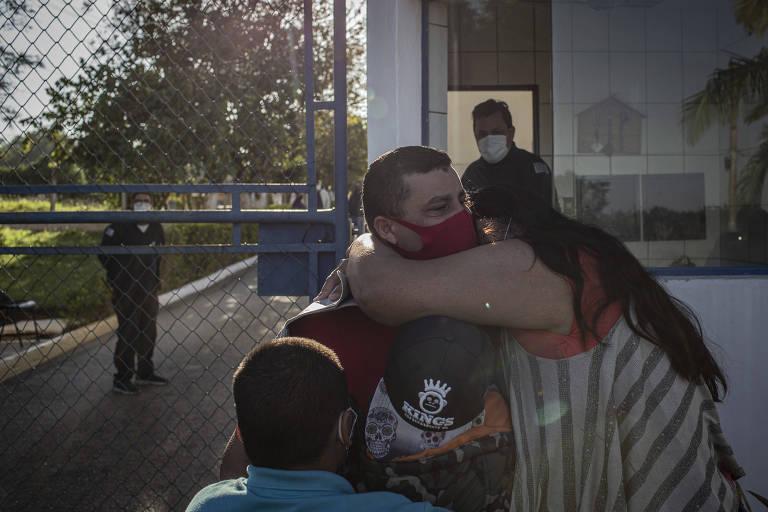 Após sete anos preso sem provas, trabalhador rural é libertado e se encontra com familiares
