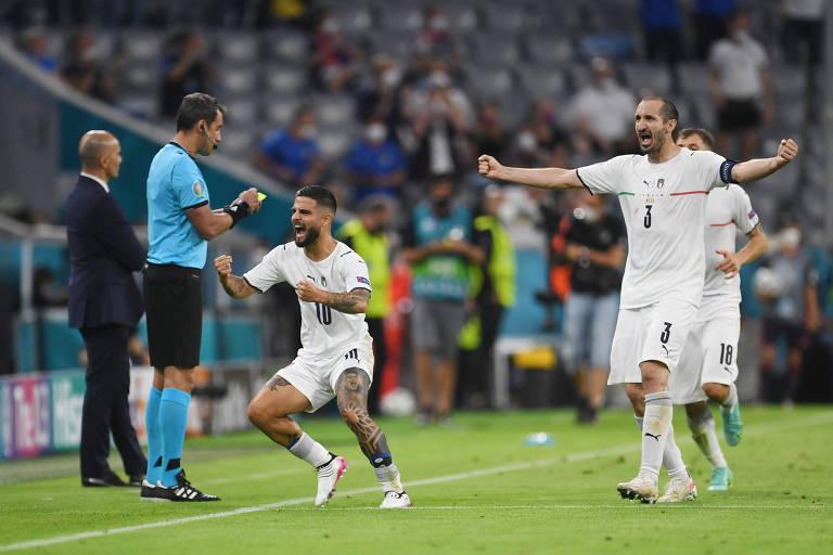 Insigne (camisa 10) comemora seu gol pela Itália contra a Bélgica, na Eurocopa