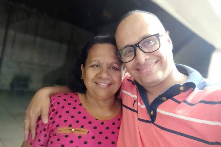 Jandira Alves de Oliveira com o filho, Luiz Gustavo de Oliveira