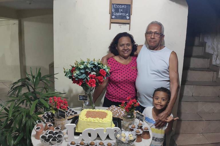 Jandira Alves de Oliveira com o marido José Catarina de Oliveira e o neto Murilo