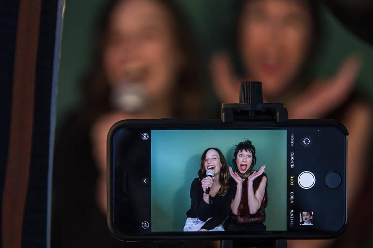 Estamos rindo de nós mesmos, diz atriz de 'A Vida de Tina', sucesso nas redes