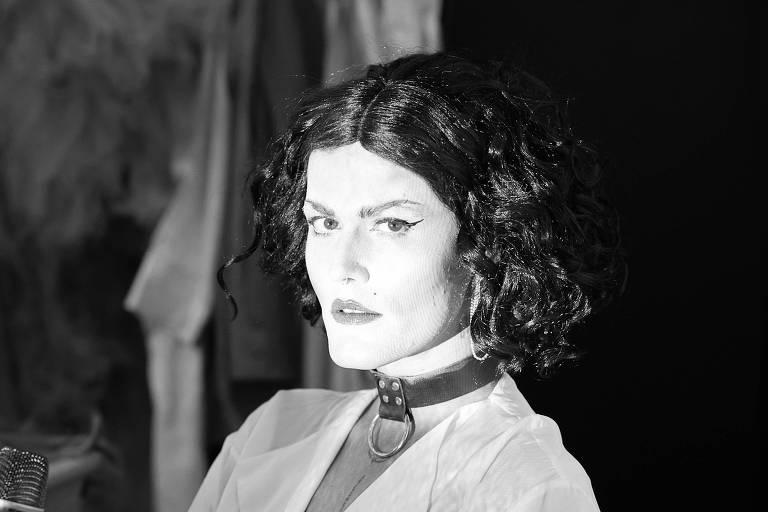 Show de Filipe Catto se baseia em fotos de travestis de Madalena Schwartz