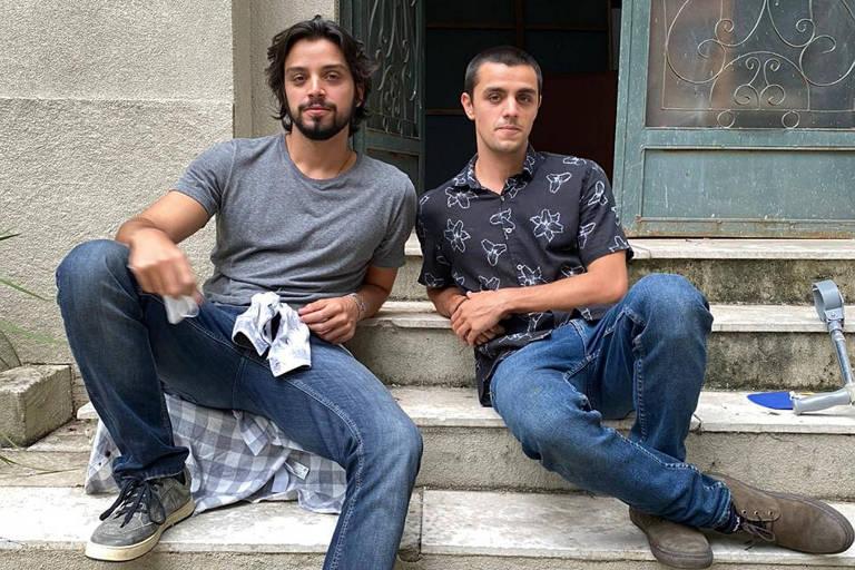 Rodrigo e Felipe Simas contam como foi contracenar pela primeira vez
