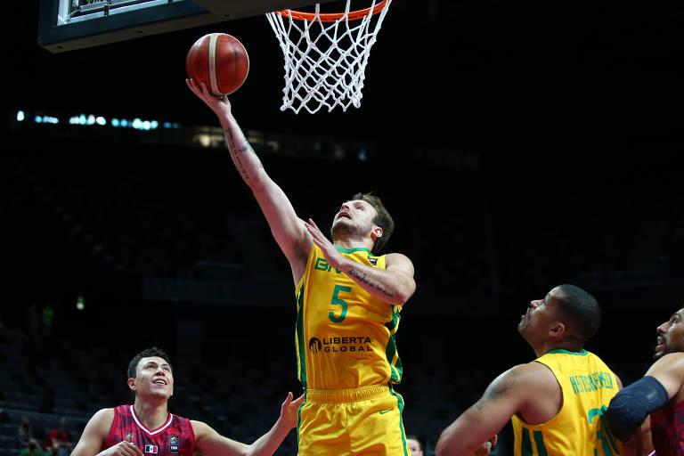 Brasil bate México no basquete e joga no domingo por vaga na Olimpíada