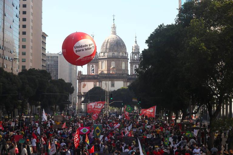 Manifestantes pelo país fazem 3º ato contra Bolsonaro em 35 dias e destacam denúncias de corrupção; SP reúne 5.500, diz governo paulista