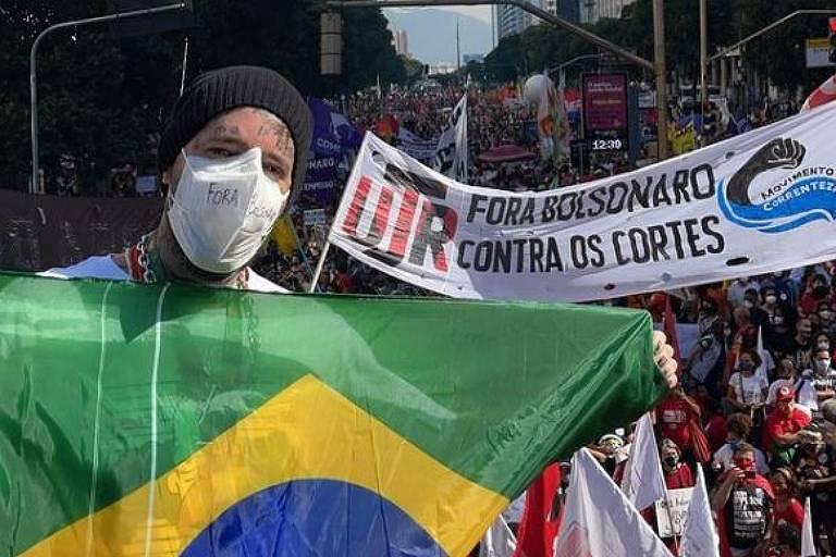 Tico Santa Cruz participa de manifestação pelo impeachment de Bolsonaro
