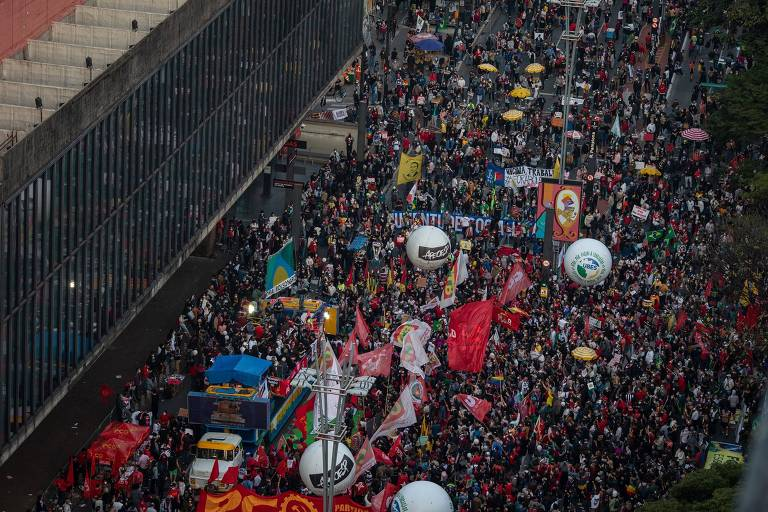 Menos nacionais, atos trazem 'Bolsonaro corrupto' ao lado do 'genocida'