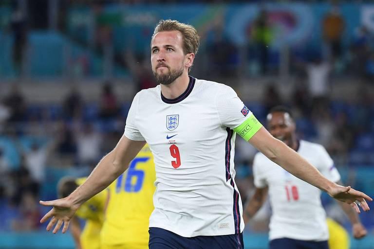 Harry Kane comemora gol da Inglaterra sobre a Ucrânia, neste sábado (3), pela Eurocopa