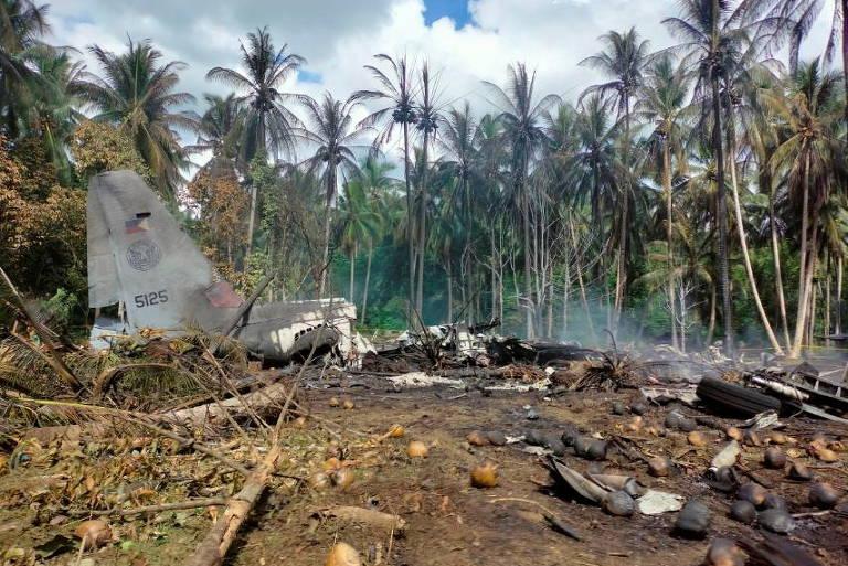 Avião militar com 92 pessoas cai nas Filipinas