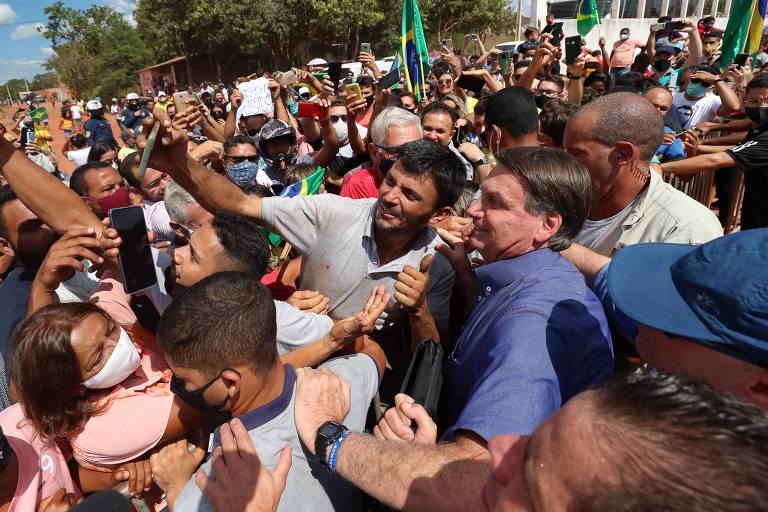 Elo emocional e pré-campanha movem contatos de Bolsonaro com apoiadores, dizem analistas