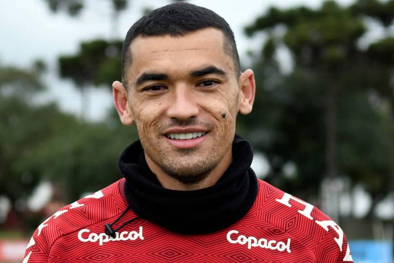 Santos está no Athletico Paranaense desde 2008