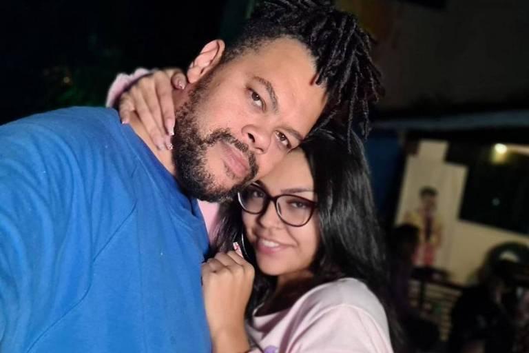 Babu Santana tem um novo amor. O ator e ex-BBB revelou no Instagram que está namorando novamente, e inclusive posou com a amada. Ele não assumia relacionamento desde que anunciou o término do noivado com Tatiane Mello, em meados de fevereiro deste ano.
