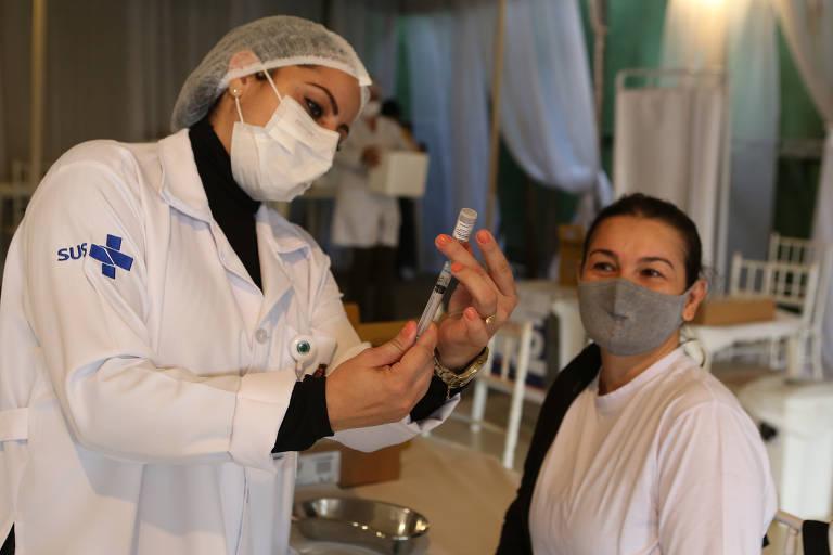 Início da vacinação de pessoas de 41 anos nesta segunda-feira (5)