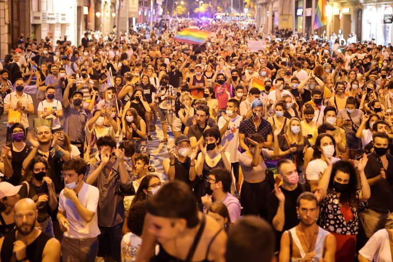 Assassinato de jovem gay de origem brasileira gera protestos e prisão de suspeitos na Espanha