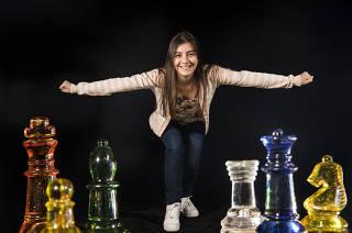 Retrato  em DUPLA EXPOSICAO de Julia Alboredo, 24, que sera a primeira brasileira a participar da Copa do Mundo de Xadrez  que comeca  dia 12 na Russia.