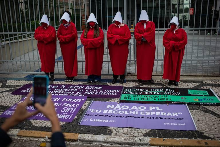 Grupo de de feministas protesta contra projeto na Câmara Municipal de São Paulo