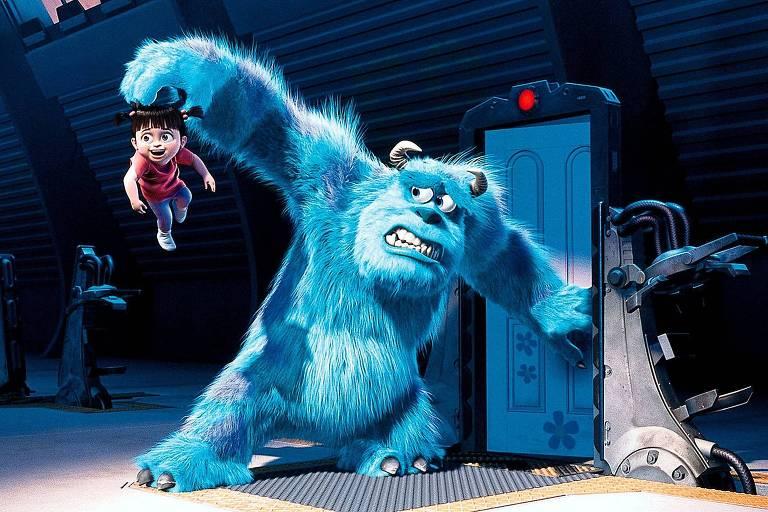 """O monstro Sulley segura Boo em """"Monstros S.A."""", filme de 2001"""