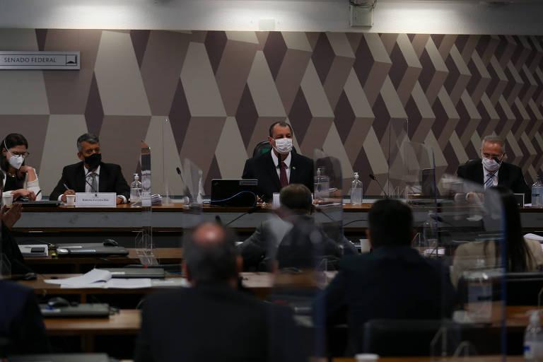 Senadores e depoentes na sessão da CPI da Covid