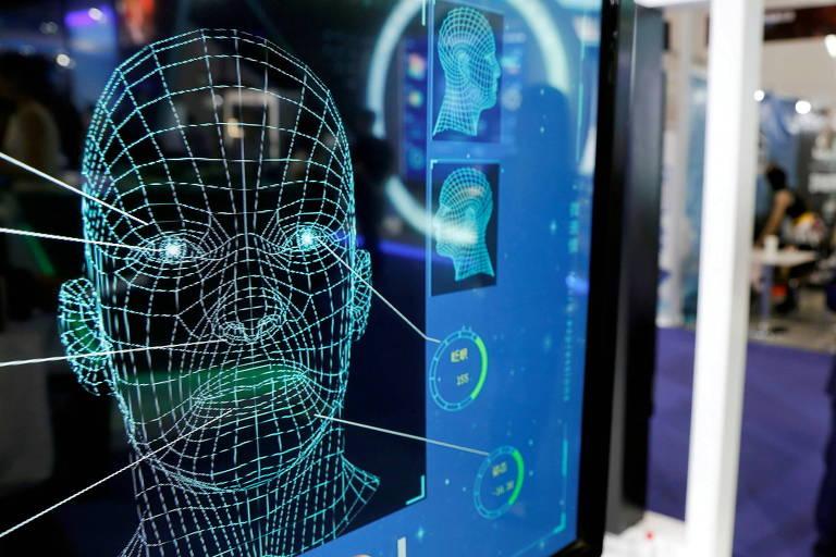 Software de inteligência artificial e reconhecimento facial durante conferência de tecnologia na China