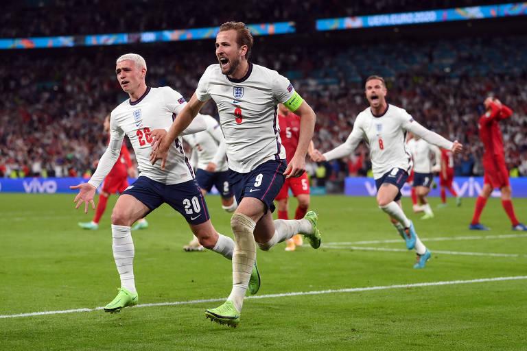 Harry Kane comemora o gol que deu a primeira classificação da Inglaterra a uma final de Euro