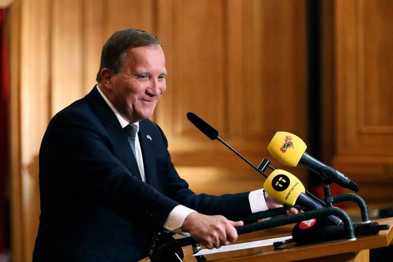 Após renúncia, premiê da Suécia volta ao cargo em vitória no Parlamento